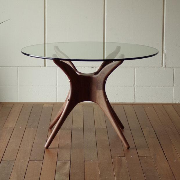 • Og 有机圆玻璃桌、 世纪中叶的斯堪的纳维亚设计、 organicretromodunstyle、 玻璃突破木腿表餐桌酒店豪华和现代生活