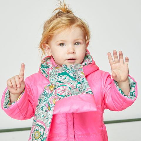 SALE セール【50%OFF】マフラーと一体型付フード付 リバーシブル ブルゾン 2019秋冬 オイリリー新作 インポート ヨーロッパ老舗 イギリス人気 キッズ ベビー 総柄 ピンク グリーン 派手 目立つ 軽い 温かい すっぽり OILILY オイリリー