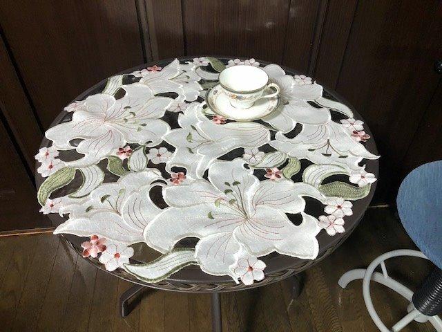 立体感 豪華 与え お洒落 美しいカサブランカ テーブルコーディネート テーブルクロス 直径 新入荷 センタークロス 60cm 円形 ふるさと割 カサブランカ ホワイト