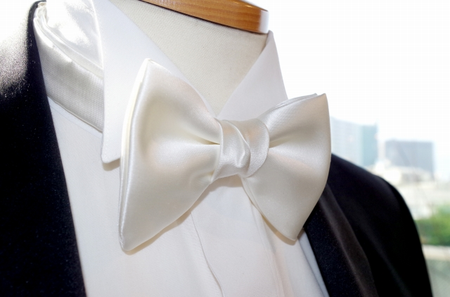 【RossoNero】 高級!日本製シルク100% 蝶ネクタイ白(ボウタイ・ホワイト) バタフライタイ、日本縫製【結婚式/ウェディング/パーティー/フォーマルシーンに最適】