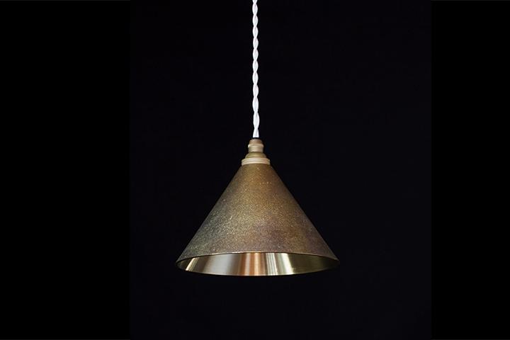 【一部地域 送料無料】FUTAGAMI フタガミ ペンダントランプ 円錐 削り出し 鋳肌二上 日本老舗 真鍮鋳物照明 金属ランプシェード【ポイント】: