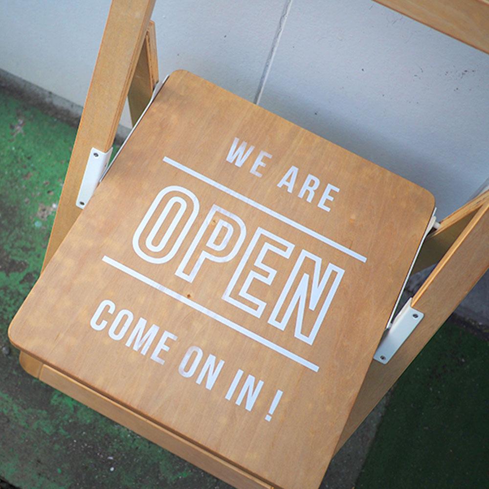 折りたたみチェア Sign Chair サインチェア   折りたたみチェア おしゃれ お洒落 かわいい インテリア 椅子 サインボード カフェスタイル ナチュラル 北欧 ブルックリン インダストリアル 店頭 ベランダ 玄関 庭 ガーデン カフェ ショップ 看板