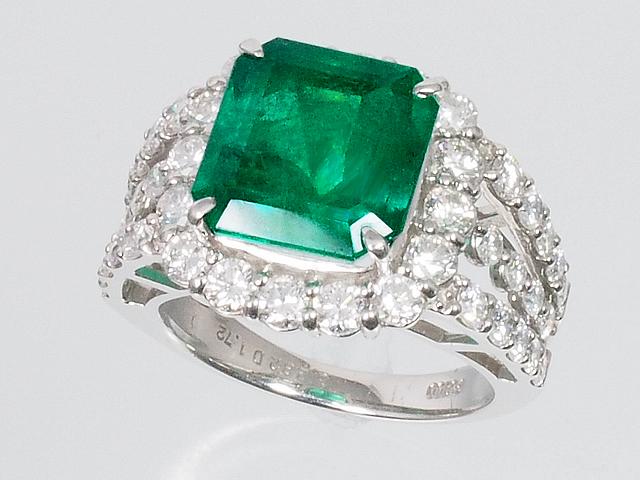 美しい宝石 エメラルドリング ダイヤモンドリング Pt900 プラチナ エメラルドカット 11.5号【ロイヤルブルー】【送料無料】