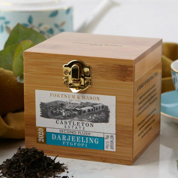 90gx1箱 FORTNUM MASON Castleton Second Flush Darjeeling Wooden Caddy 英国紅茶 Loose Leaf 新作販売 フォートナム 人気激安 メイソン リーフティー Tea アンド イギリス直送