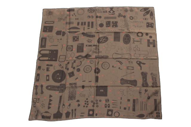 【新入荷!!】エルメスHERMES gianpaolo pagniカレ70コットンシルクスカーフ[LZCP65555]【中古】【5400円以上のご購入で送料無料】