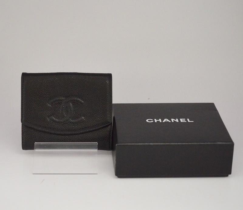 A13496 【中古】CHANEL キャビアスキン 二つ折り財布 Wホック 02726 ブラック シャネル  箱有USED-S ココマーク