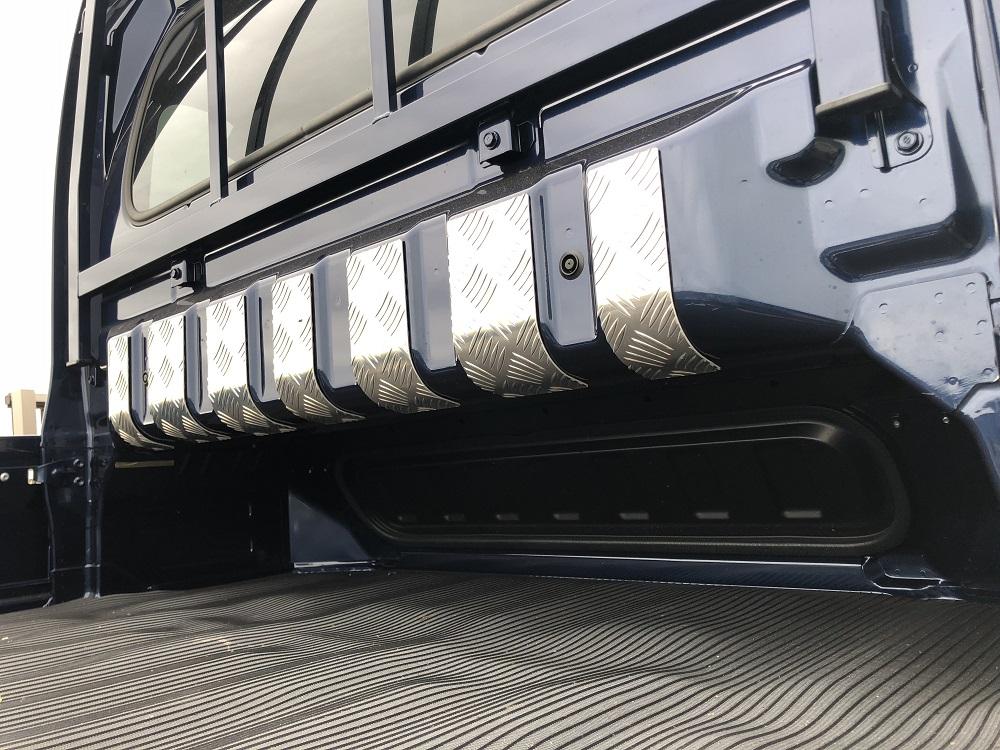 スーパーキャリイ DA16T用 キャビンバックパネル上カバー アルミ縞板