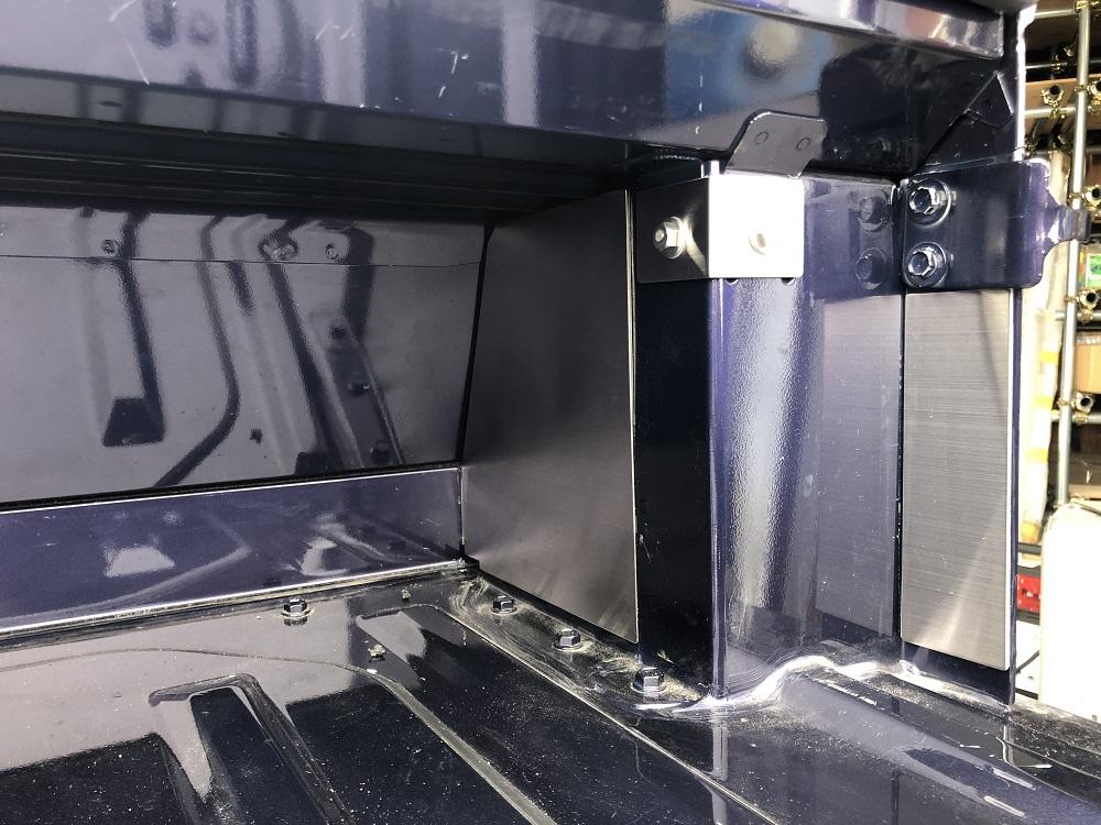 S500P/S510P用 ハイゼットジャンボ キャビンバックパネル下カバー追加パーツ(ステンレスヘアライン)