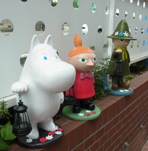 ムーミン:Moomin 大型フィギア ランタン付き (電池不要ソーラーLED)ムーミン/スナフキン/リトルミィ 玄関用ランタン ガーデンライト(取り寄せ商品です)