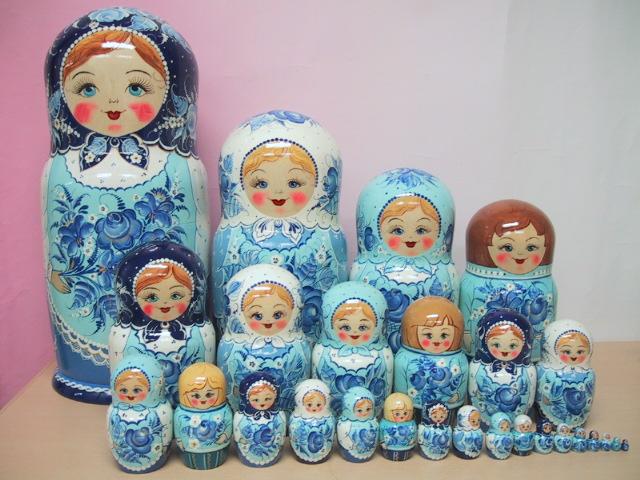 ロシア職人の妙技 セール特価品 お届けはご注文後2 3ヶ月後になります 完全予約制30個組マトリョーシカ美しいグジェリ柄 深い青の美 マトリョーシカ 子孫繁栄 特別セール品