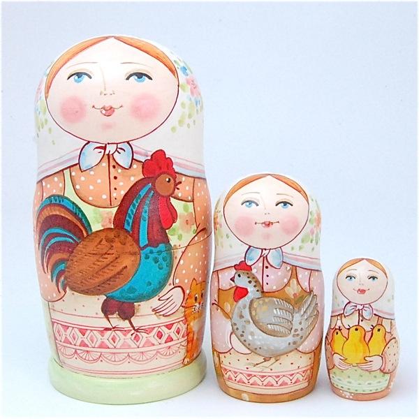 エレーナ・イワンツォヴァ作品「鶏を抱く少女たち 白頭巾」11cm 3個組パステルカラーの優しい色あい 作家 エレーナ・イワンツォヴァ 【マトリョーシカ】