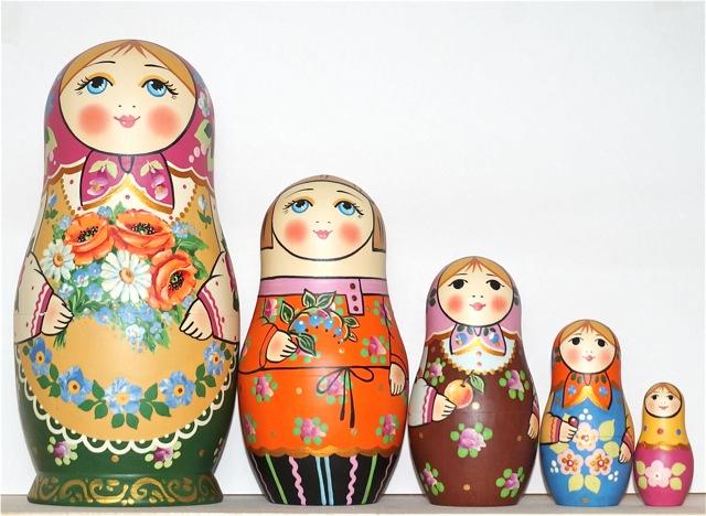 セルギエフ・ポサード マトリョーシカ森の恵み ピンク頭巾 イヴァンツォヴァ作 5個組 18cm【マトリョーシカ】
