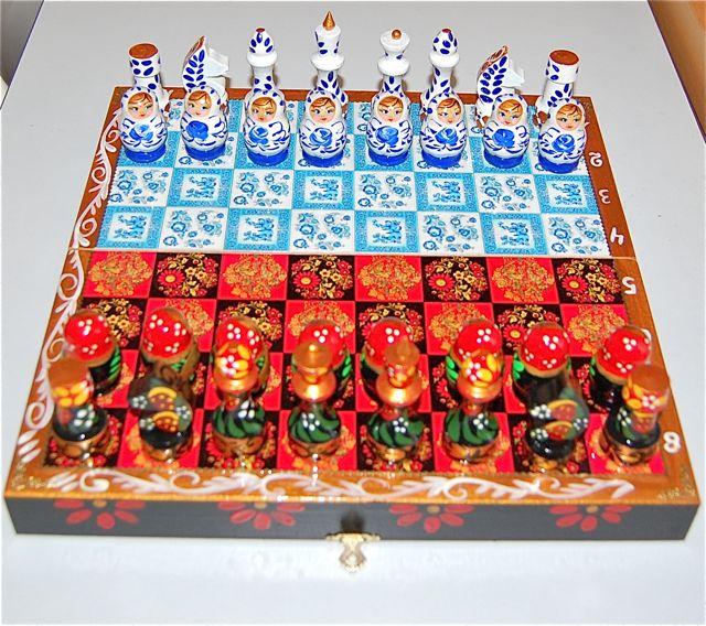 マトリョーシカモチーフの小物チェス ホフロマとグジェリ柄 収納式セット 豪華版【マトリョーシカ】
