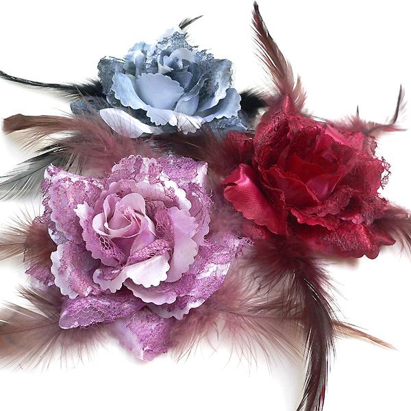 日時指定 結婚式 卒業式 パーティーの髪飾りなどに大活躍 商い 羽根付きローズコサージュ