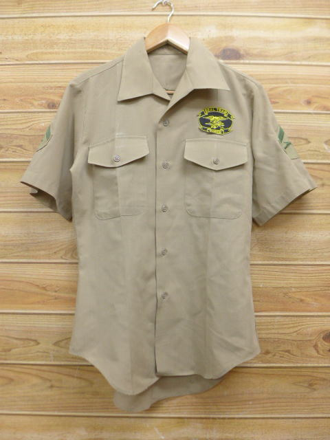 a4e22b7c6 Old clothes short sleeves military shirt Shields beige khaki small size  used men tops ...