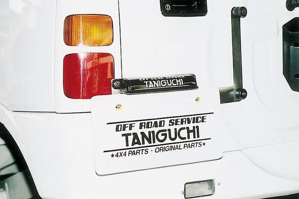 タニグチ製 スペアタイヤ純正位置用ナンバー移動キット・ブラックLEDナンバー灯セット(スズキ・ジムニー JB23/33/43)