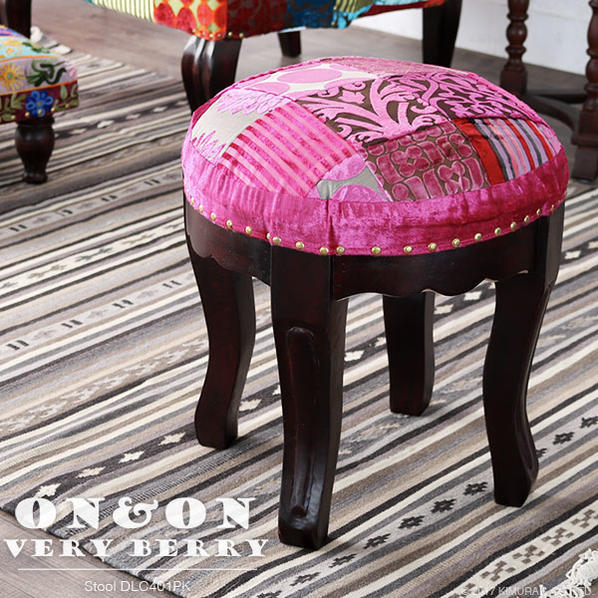丸スツール チェア 椅子 イス パッチワーク ベロア調 ベルベット 刺繍 クラシック アンティーク モロッコ フレンチ インテリア デザイン テイスト クッション やわらかい座り心地 かわいい おしゃれ 女性 プレゼント ON&ON VERY BERRY DLC401PK