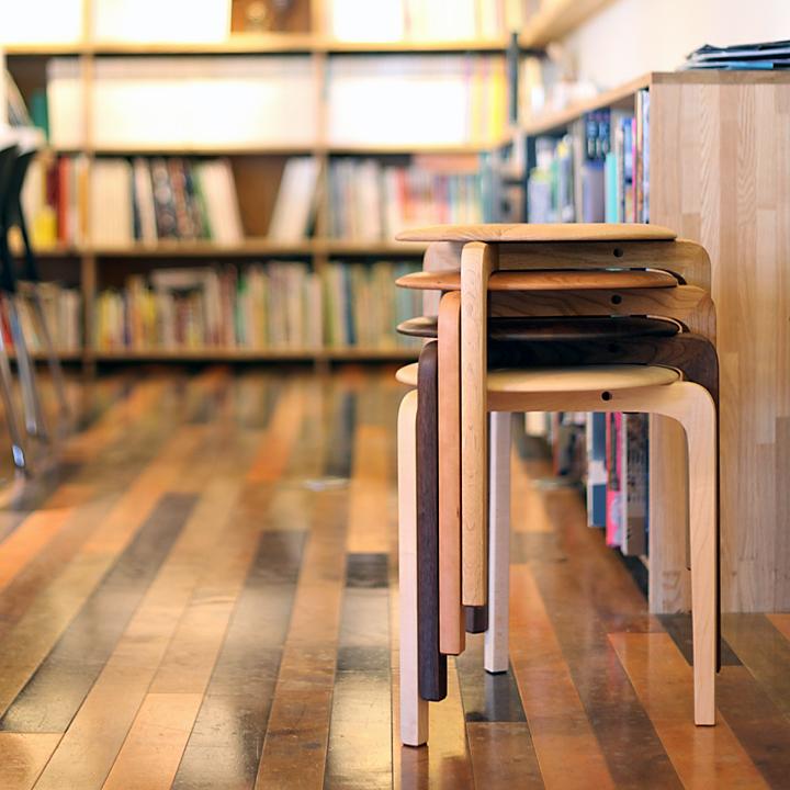 国産チェア 椅子 イス スツール 木製 木製 無垢スタッキング可【送料無料】LISCIO(リッショ) イス/ 椅子 スタックスツール(3本脚)木種:ウォールナット・チェリー・オーク・メープルサイズ:座面φ345×H435mm, ギフトプラザ フレンド:d5513248 --- officewill.xsrv.jp