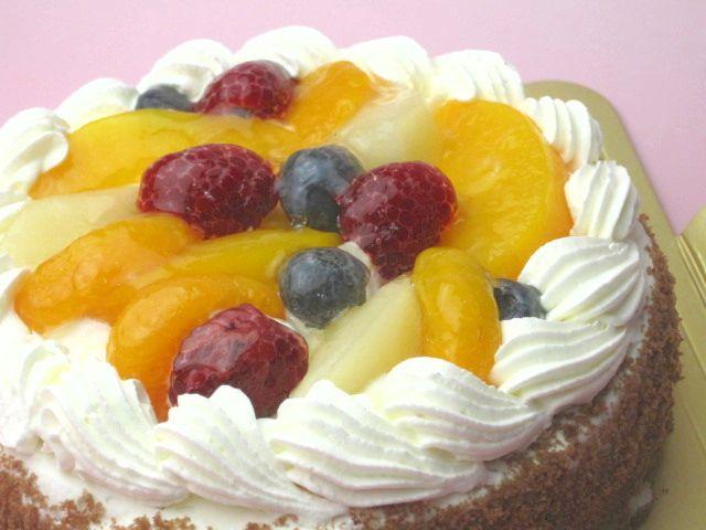 送料無料新品 おすすめ特製 誕生日ケーキバースデーケーキならこれ 送料無料 6号 直径18cm 6名 フルーツ 黄桃 生クリームホールケーキ 一部予約 ブルーベリー 洋ナシ ラズベリー みかん
