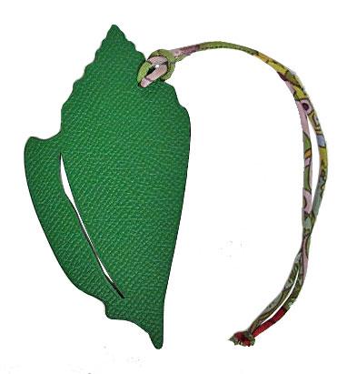 新品 エルメス プティ・アッシュ チャーム 貝殻 シェル型 MM グリーン×トレンチ(5) 箱 リボンのスペシャルラッピング