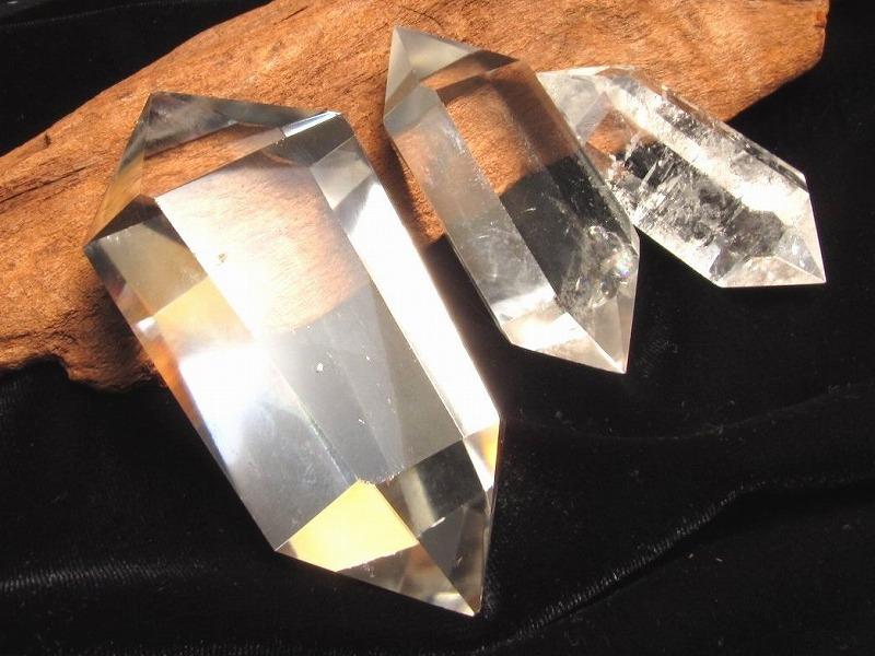 まとめて撮影なのでお安く 4A 天然透明 お気に入り 水晶 ダブルポイント 双剣 人気商品 手ごろな小さめサイズ 30グラム-40グラム 極上超透明 大人気浄化アイテム ブラジル産