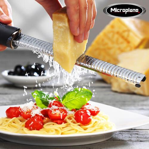 ゼスターグレーター マイクロプレイン プレミアムシリーズチーズ 削り おろし器 おろし金 キッチン モノトーン グレーター ステンレス 離乳食作り microplane