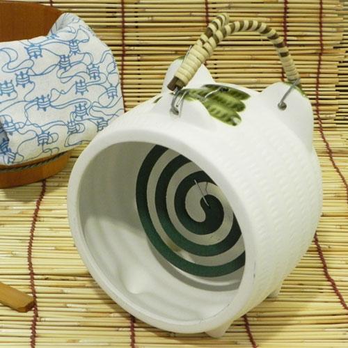 レトロなデザインの白豚蚊取り器