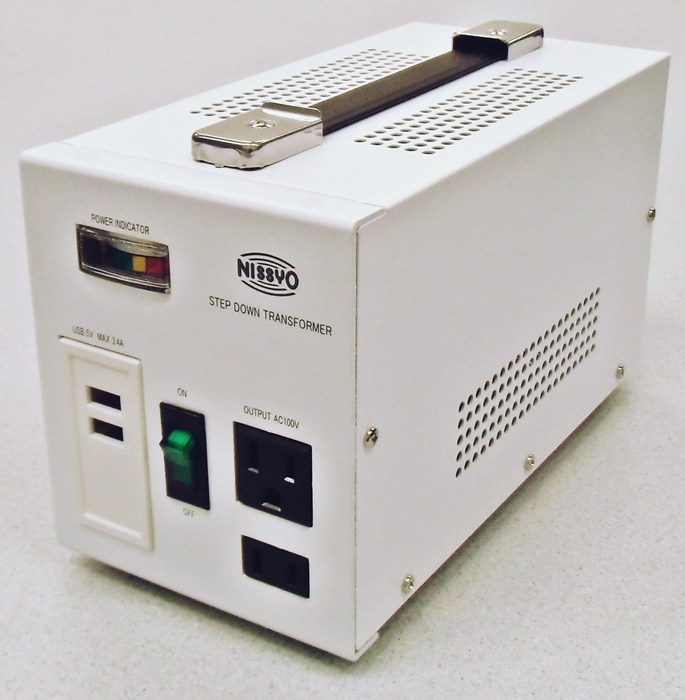 【変圧器】【海外用】 日章工業 USB付ダウントランス デラックスタイプ 定格容量800W 対応電圧110~127V SPX-800U