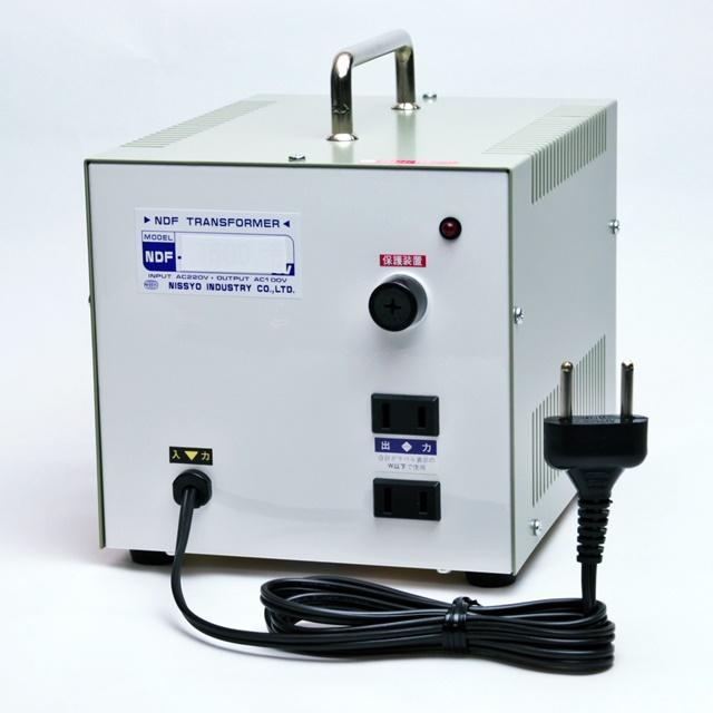 海外用 変圧器 日章工業 ダウントランス 定格容量1500W 変換電圧220V→100V NDF-1500E