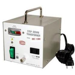 【変圧器】【海外用】 日章工業 ハイクラス・ダウントランスフォーマー 定格容量1100W 対応電圧110/120V SDX-1100U