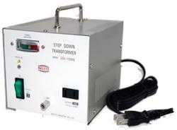 【変圧器】【海外用】 日章工業 ハイクラス・ダウントランスフォーマー 定格容量1500W 対応電圧110/120V SDX-1500U