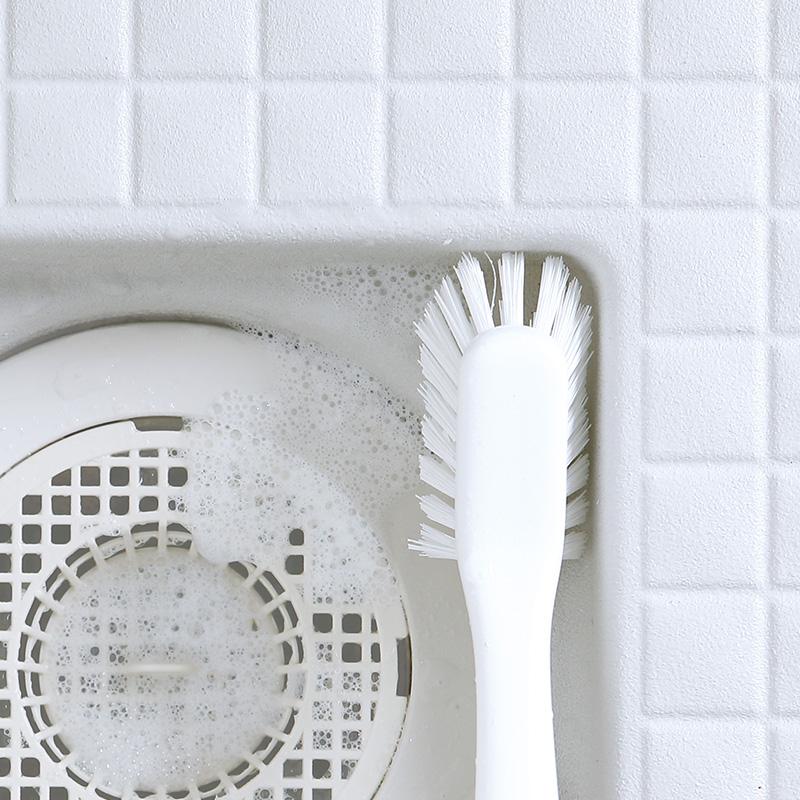 お風呂の排水溝まわりのお掃除に ホワイトとグレー2色から選べるハンディバスブラシ 日本製 マーナ MARNA ハンディブラシ バス用品 バスブラシ 浴室 掃除 バス小物 LINEでクーポン お風呂のミニブラシ きれいに暮らす 床洗い 風呂洗い かため ◆セール特価品◆ グレー シンプル ブラシ たわし ミニブラシ ホワイト 今季も再入荷 おしゃれ お風呂 排水溝 お掃除 大掃除 バス