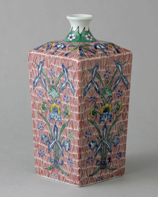 花瓶 フラワーベース 花入れ 有田焼 7.5寸角瓶 色絵草花紋 Y227-W