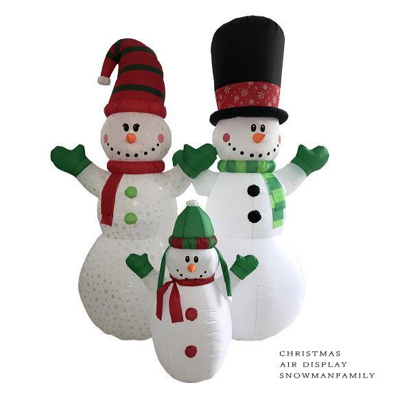 送料無料!光るエアーディスプレイ スノーマンファミリー 240cm (8508・エアーブロー エアブロウ クリスマスイルミネーション・店舗 ディスプレイ 飾り・イベント用)