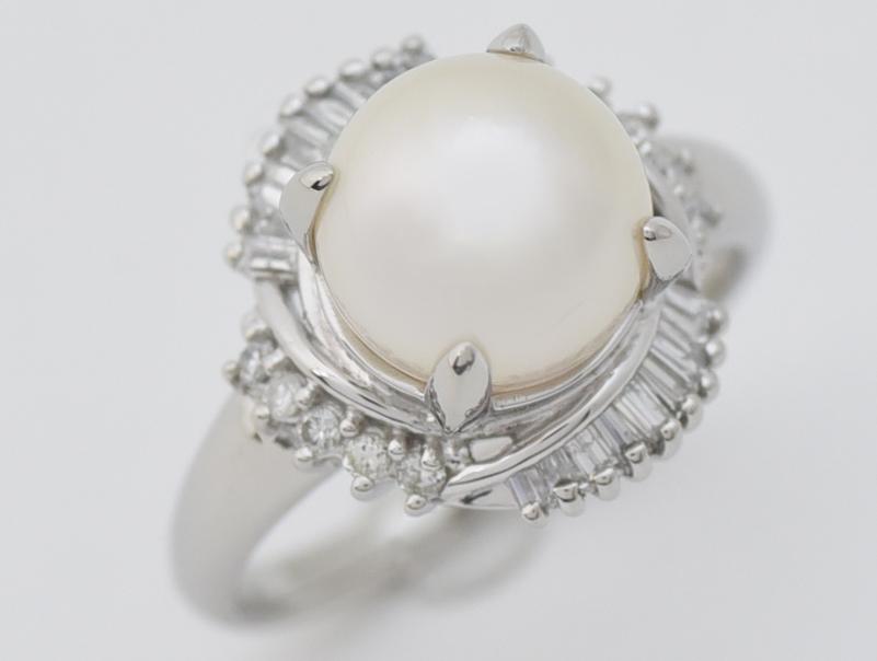 【送料無料】Pt900・プラチナ・パール・ダイヤ・ファッションリング・指輪・0.40ct・7,5g・9mm・新品仕上げ済み【中古】