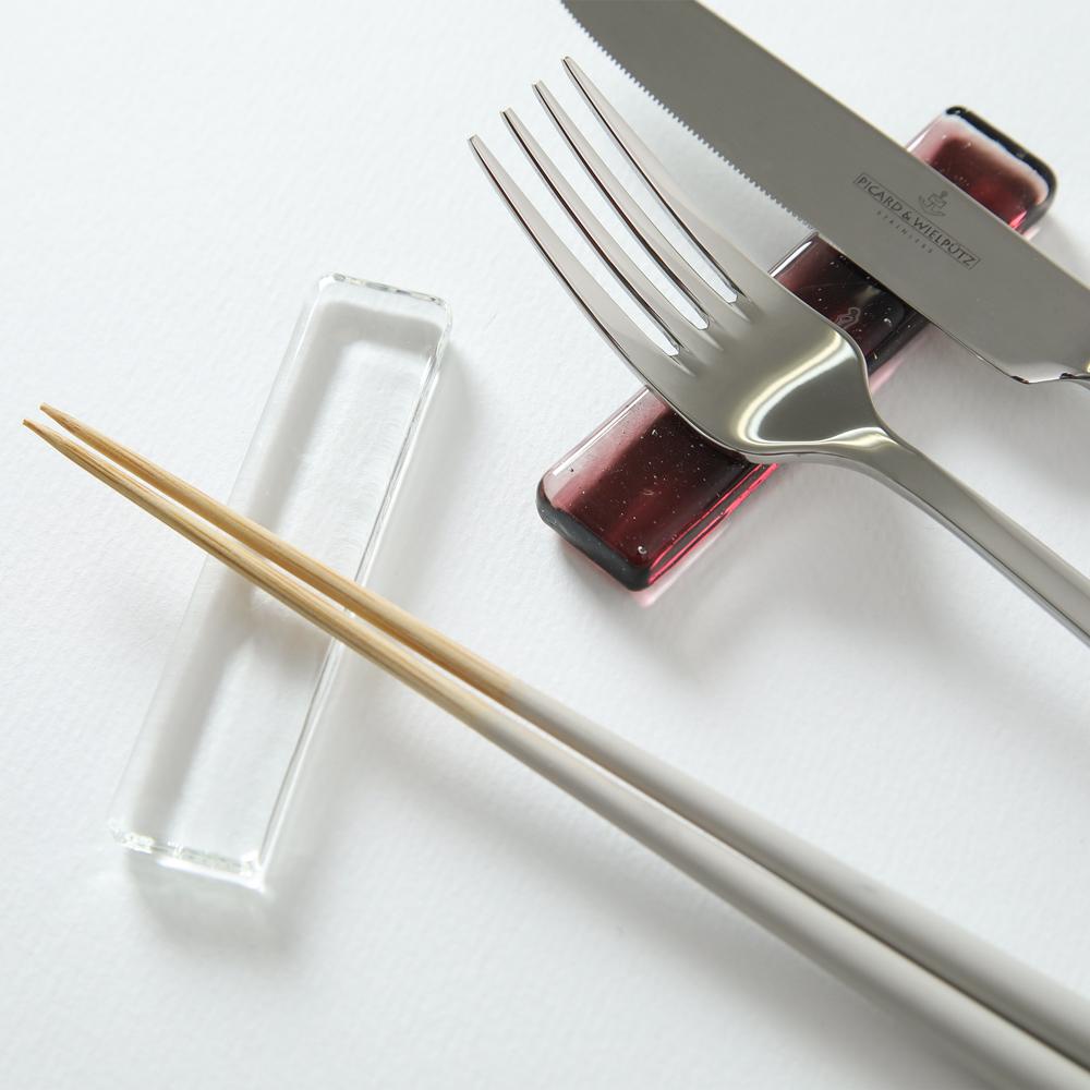ナイフレスト 箸置き ガラス製 日本製 おしゃれ 選択可 クリア パープル メール便 新商品 新型 大好評です ガラスバー