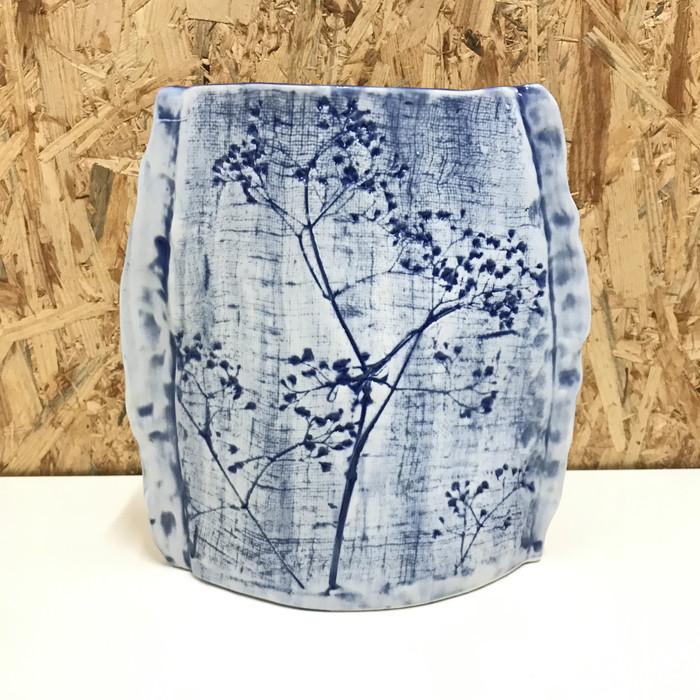 陶器 美品 中古 信用 九谷 青 メーカー在庫限り品 花瓶 白 jgg
