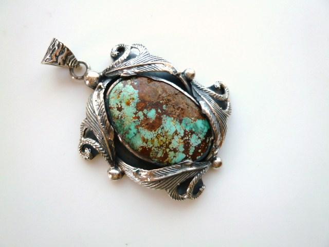 【送料無料】【坂元屋店主お薦め】《トルコ石好き必見》非常に貴重な古い昔のトルコ石の植物銀細工ペンダントトップ