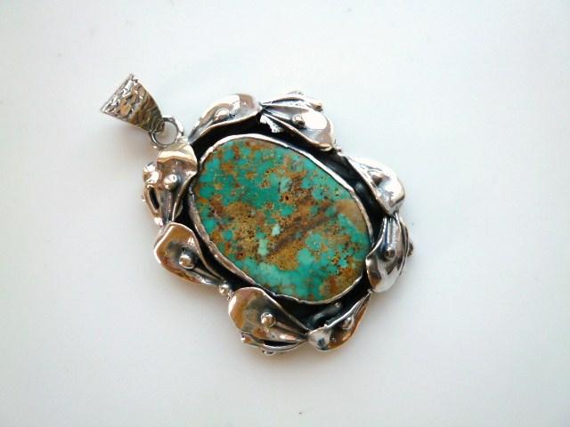【送料無料】【坂元屋店主お薦め】《トルコ石好き必見》非常に貴重な古い昔のトルコ石植物銀細工ペンダントトップ