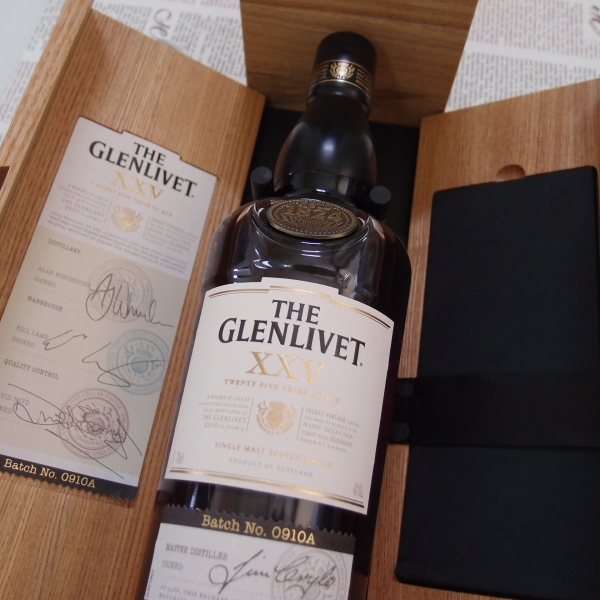 ザ・グレンリベット25年 43度 700ml 【正規輸入品】【オーク材木箱入り 】THE GLENLIVET XXV