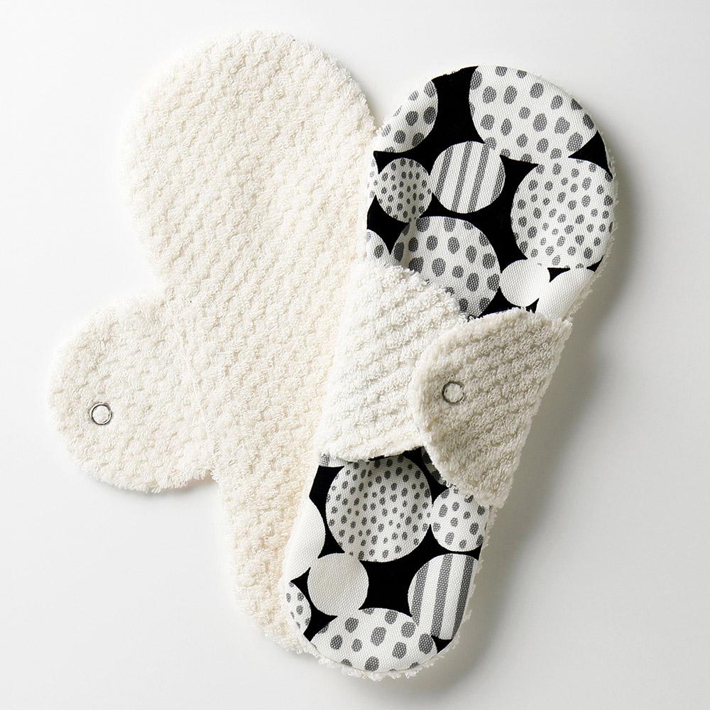 布ナプキン型 ヒエトリパット Silk《シルク オーガニック》 モノクロドット 冷えとりライナー 肌に触れるタオルが タオル ほわっとしてあたたかい 今治 1番人気のロングセラー 全商品オープニング価格 人気ショップが最安値挑戦