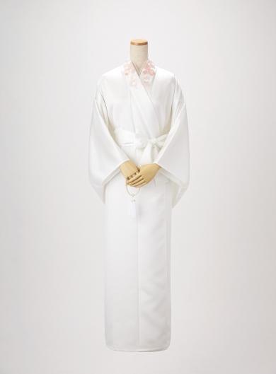 「移ろいゆくものに美を見 出す」という日本人独特の美意識。その代表格である「 桜 」をイメージしたデザインです。 終活読本「ソナエ」掲載商品 桜(さくら)の死装束