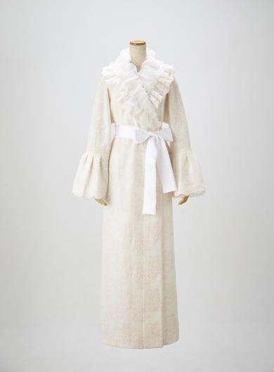 まるで雲の上で眠っているかのような、優しさと美しさに包まれることをイメージしたデザインです。 ミスティローズのエンディングドレス