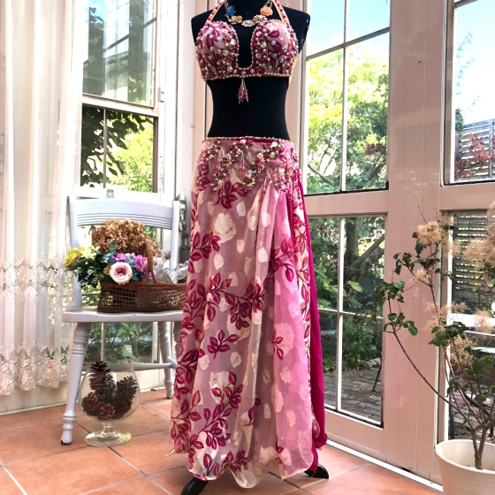 エジプト製 Amr デザイン ピンクプリント柄 ベリーダンス 衣装 コスチューム 発表会 ステージ レッスン ブラ スカート