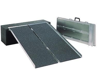 [イーストアイ] ポータブルスロープ アルミ2折式タイプ PVS090(91cm)
