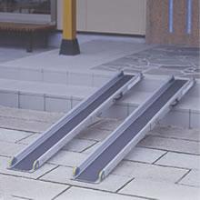 簡単伸縮5段階調整 リッチェル ワンタッチスロープ クリアランスsale 期間限定 超目玉 2本1組 耐荷重約300kg 長さ129~209cm