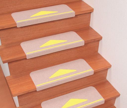 階段におくだけで上り下りが安心。三角マークが段差の目印です。 [サンコー] 折り曲げ付階段マット(15枚入) KD-80 幅55×21cm