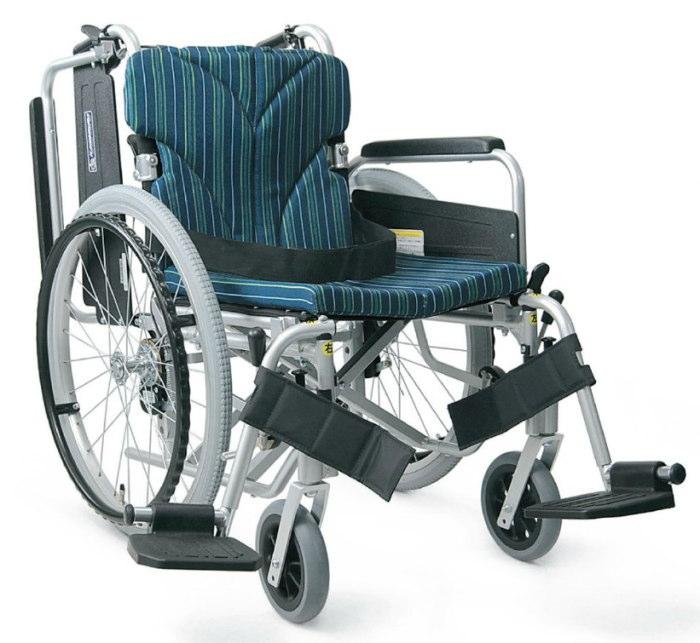 [カワムラサイクル] アルミフレーム自走用車いす(簡易モジュール) KA822-40(38・42)B-M<脚部スイングイン&アウト・中床タイプ>(前座高43cm)