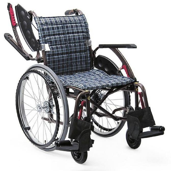 【法人宛送料無料】[カワムラサイクル] WAVIT+ ウェイビットプラス WAP22-40S WAP22-42S 車椅子 自走式 ノーパンクタイヤ仕様 多機能型 肘掛跳ね上げ 脚部スイングアウト 折りたたみ 濃紺チェック/カフェモカ 座幅40/42cm 耐荷重100kg SGマーク KAWAMURA