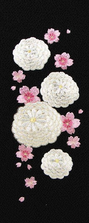 丸菊に桜 刺繍半衿 / 縮緬・正絹 / 黒地×白金 / 半襟
